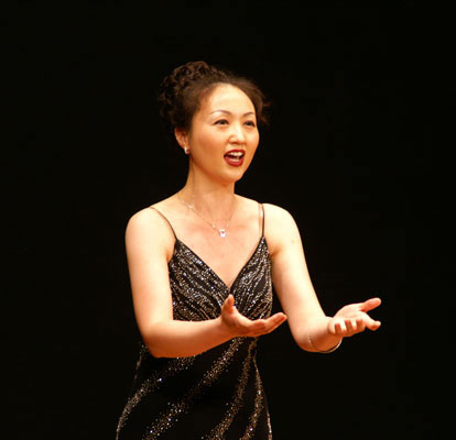 Hyery Hwang, not only a wonderful soprano, but also a wonderful pianist, sings an aria from Handel's Giulio Cesare - 2007.