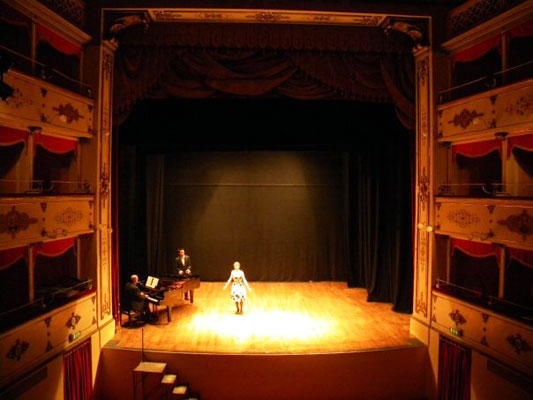 Ina Woods and Philippe Bolduc perform a scene from Wolf-Ferrari's L'Amore Medico in the Teatro Bramante.