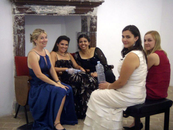 Before the concert at the imposing Castello Brancaleoni in Piobbico: Amanda Jones, Kathryn Lewek, Amanda Cantu, Kayla Gautereaux, and Noelle McMurtry.