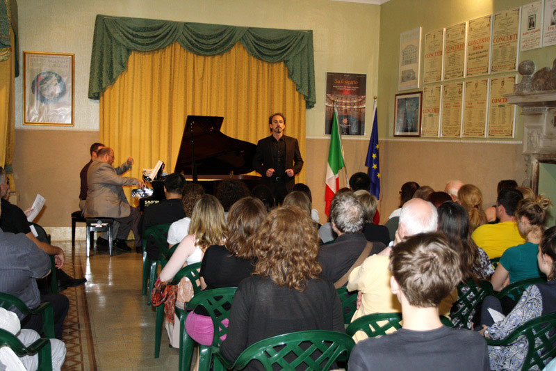 Maestro Benton Hess and Italian basso Federico Sacchi perform a recital in Sala Boscarini for a warm, receptive audience.