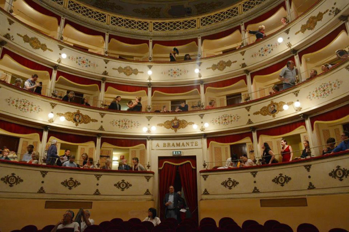 The crowd gathers in anticipation of the concert in Teatro Bramante.